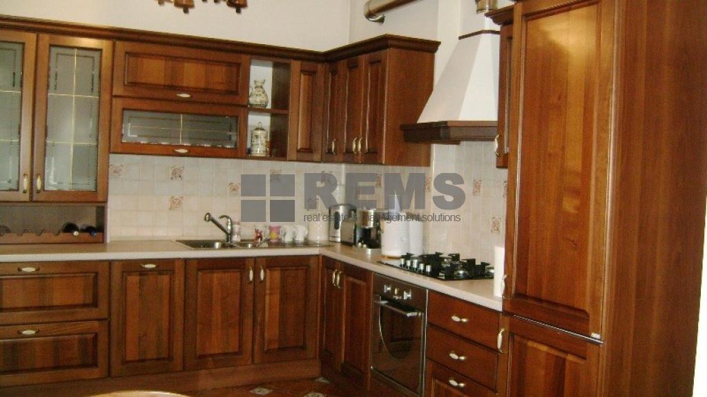 Apartament cu 5 camere in vila interbelica
