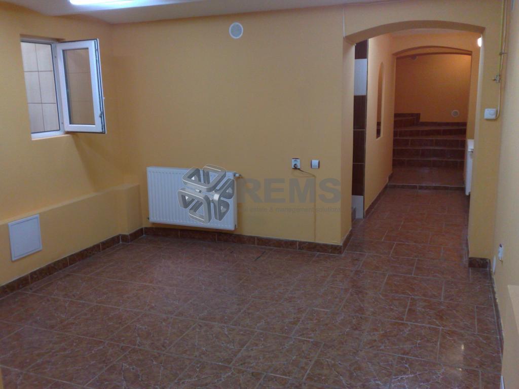 Cabinet Stomatologic / Salon Infrumusetare, zona Piata Mihai Viteazu
