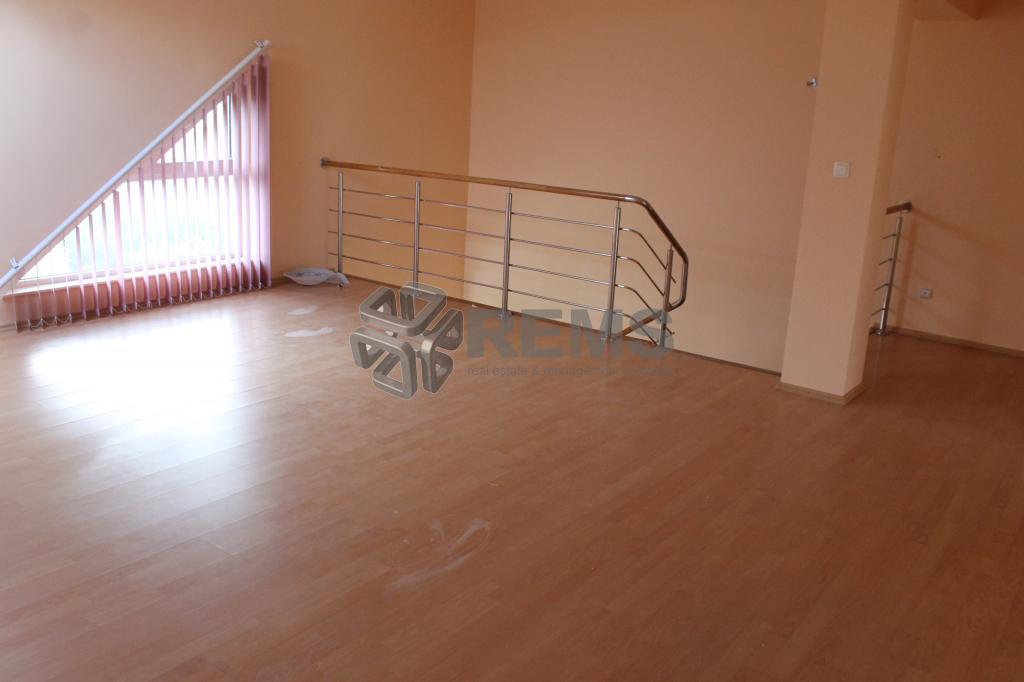 Apartament pe 2 nivele 220 mp in zona Hotel Athos