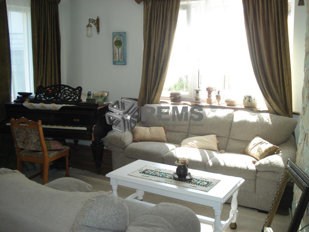 Apartament in vila, 4 camere, Europa