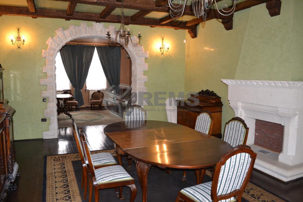 Casa de lux cu 5 dormitoare in Andrei Muresanu