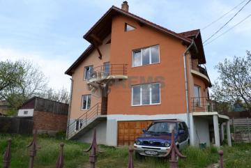 Casa cu teren generos si panorama in Dambul Rotund