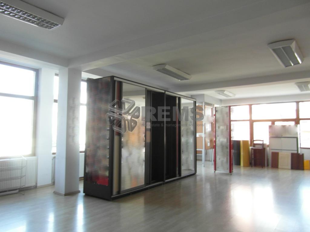 Showroom  170 mp - zona intens comerciala