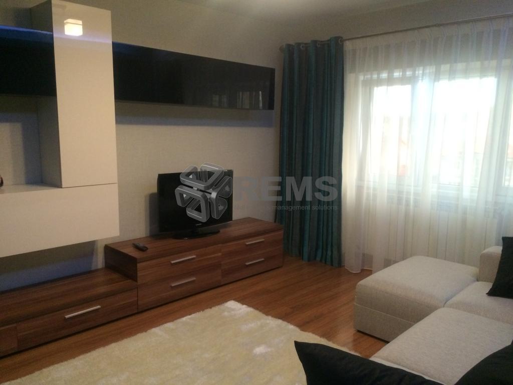 Apartament 3 camere lux, loc parcare si menaj inclus, zona Romstal