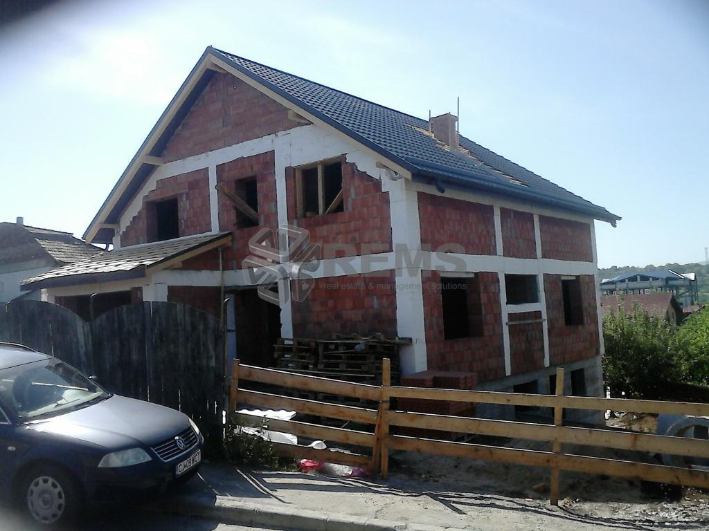Casa de vanzare in  cartierul Dambu Rotund