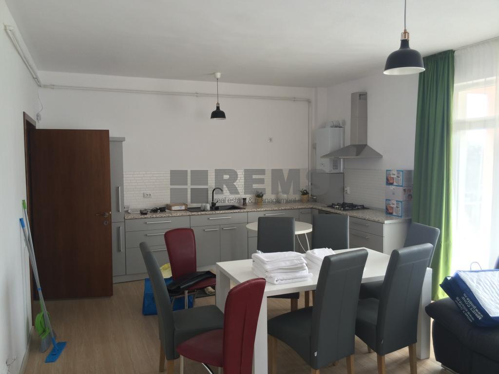 Apartament cu 4 camere in Andrei Muresanu