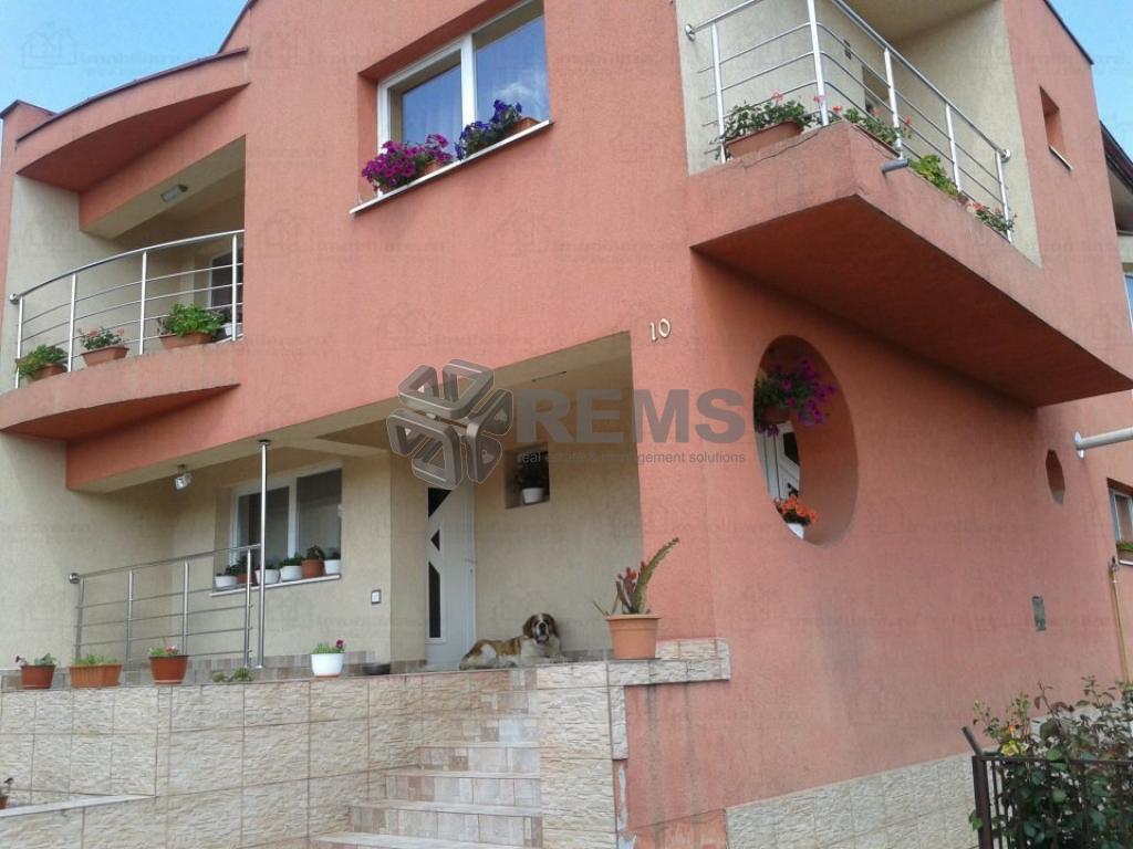 Casa individuala cu teren generos in Dambul Rotund