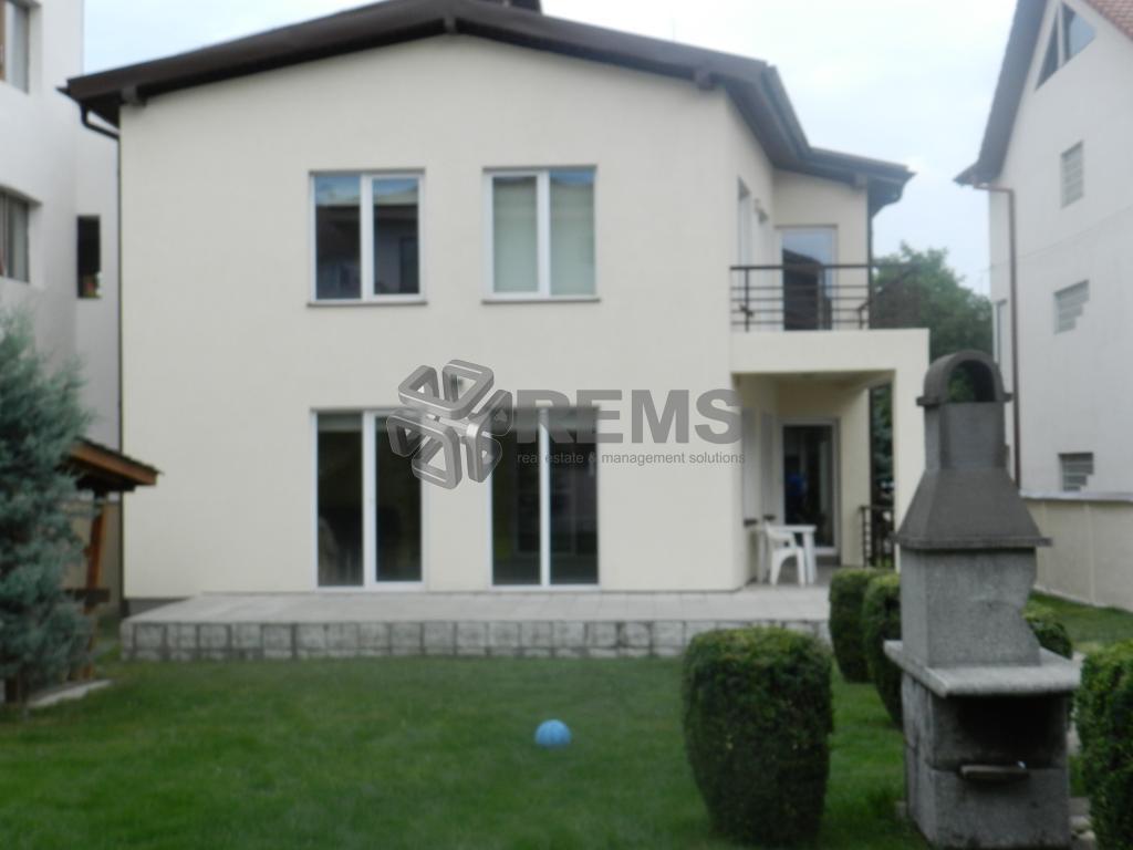 Casa deosebita de vanzare in Zorilor-strada privata
