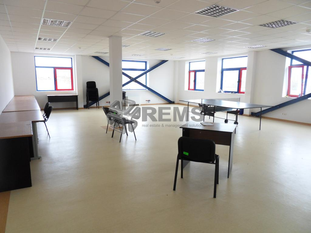 Birouri in cladire reprezentativa / Parc industrial  85 / 120 / 260 mp
