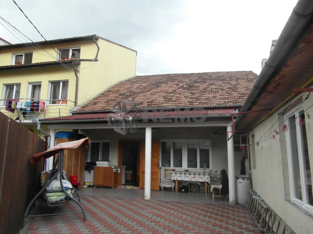 Casa de vanzare in Centru, singur in curte - zona P-ta Muzeului