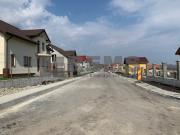 Teren de vanzare in Chinteni intre case cu drum asfaltat si utilitati