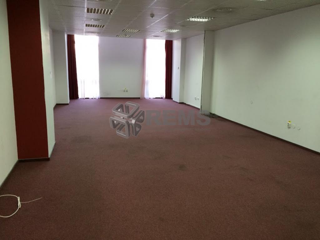 Spatii open space cladire de birouri