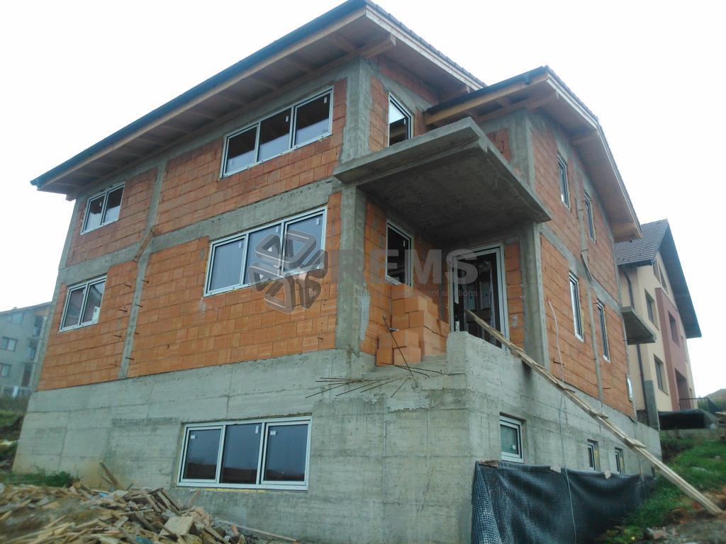 Casa duplex de vanzare in manastur zona Huedinului