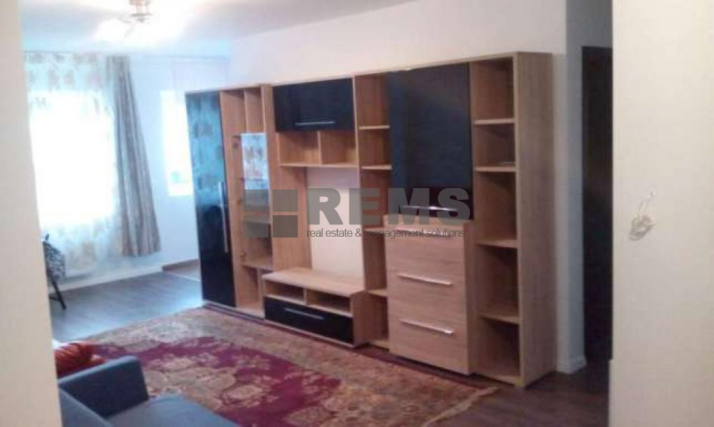 Apartament 3 camere in zona semicentrala !