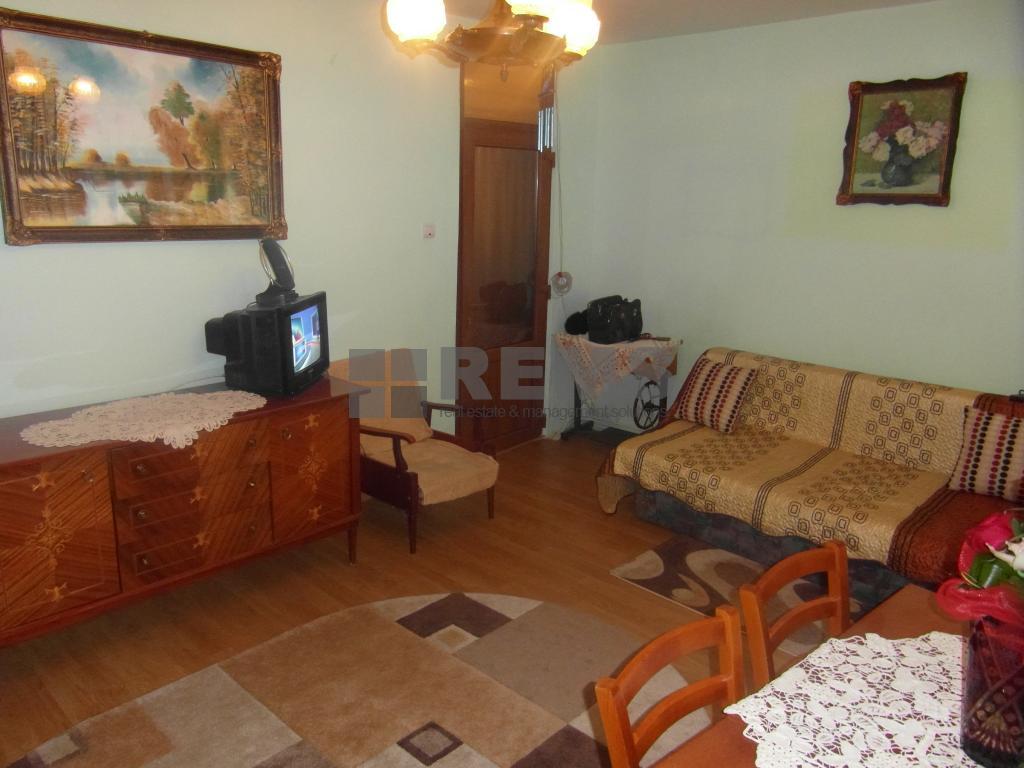 Apartament confort sporit la etaj intermediar !