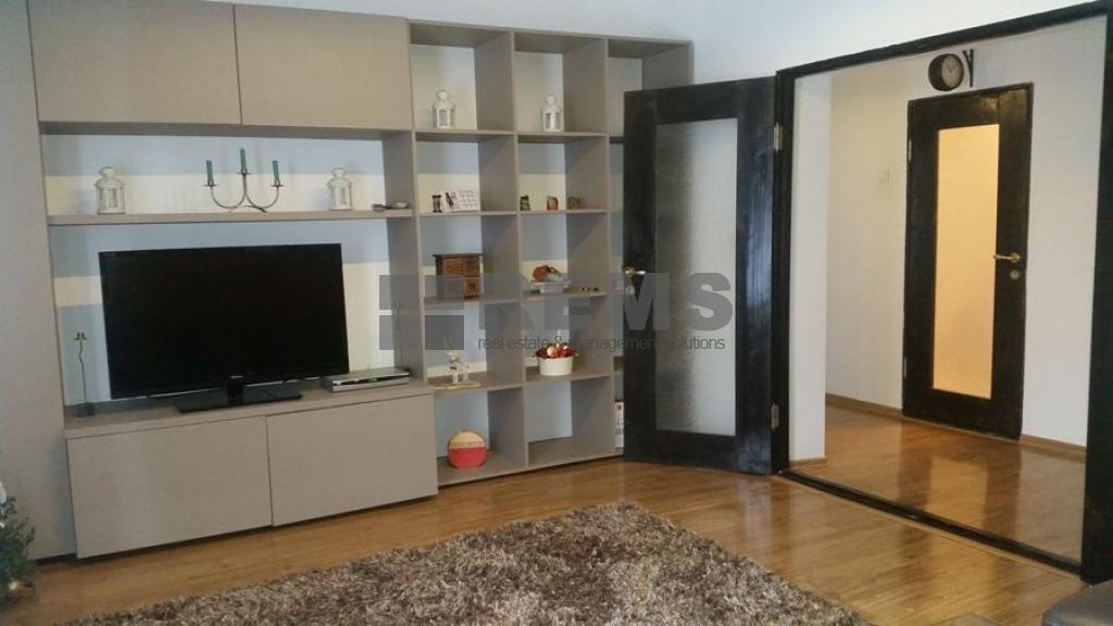 Apartament 3 camere, modern, decomandat, la casa, zona Becas