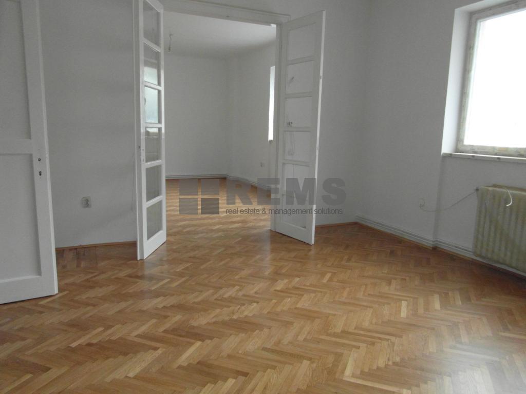 Apartament cu 2 camere in Centru, zona magazin Central, 77 mp