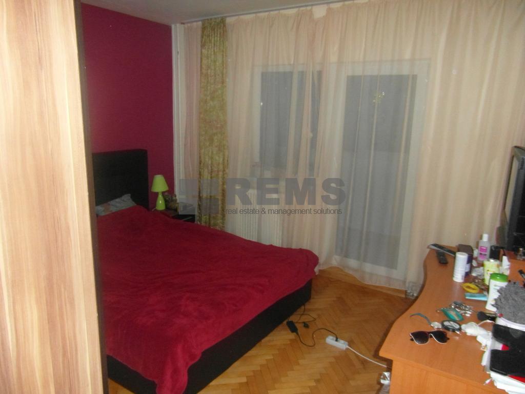 Apartament confort sporit la etaj intermediar