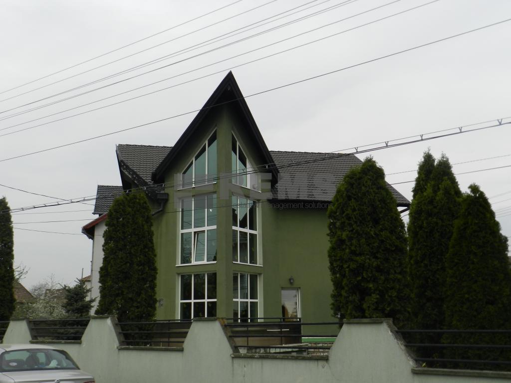 Casa cu functiuni mixte in Gruia