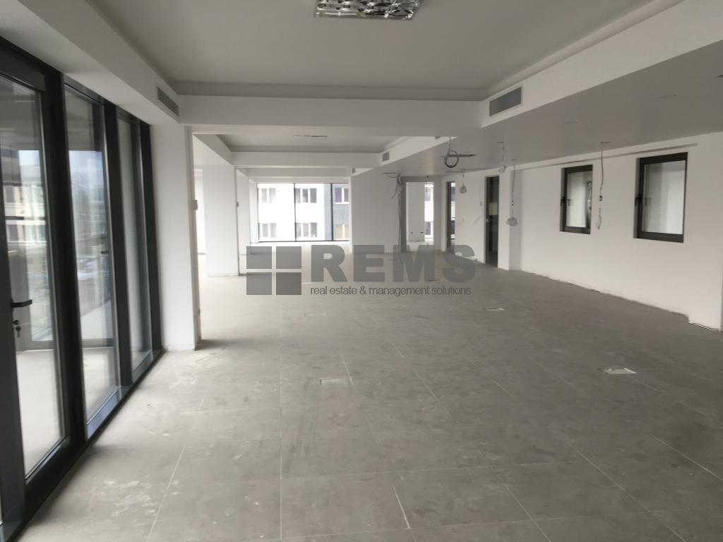 Spatii in cladire de birouri zona iulius Mall