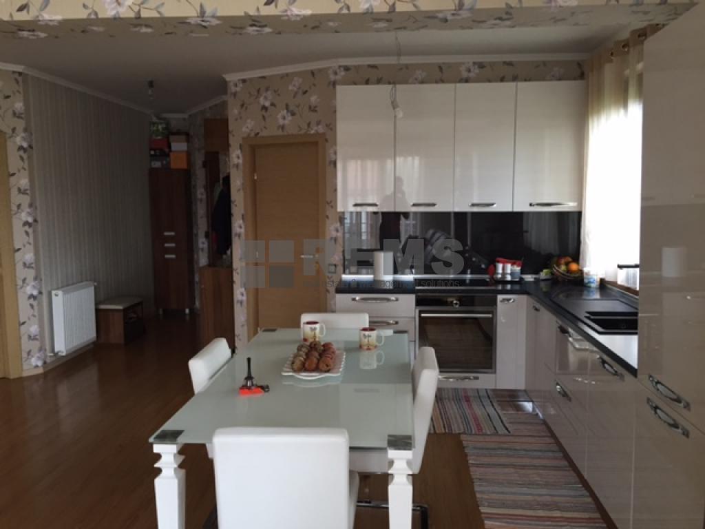 Apartament cu 3 camere in vila in Andrei Muresanu