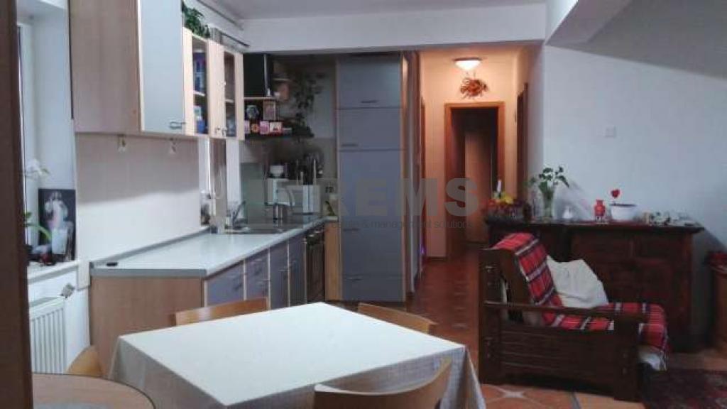 Apartament confort sporit in zona foarte buna