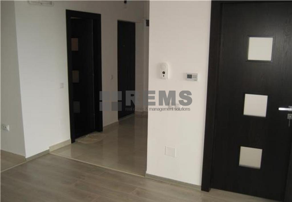 Apartament finisat modern la etaj intermediar