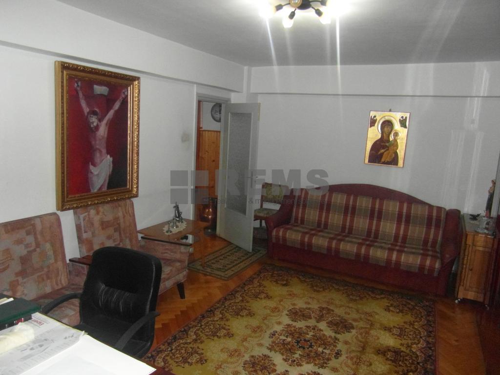 Apartament cu garaj in Piata Cipariu