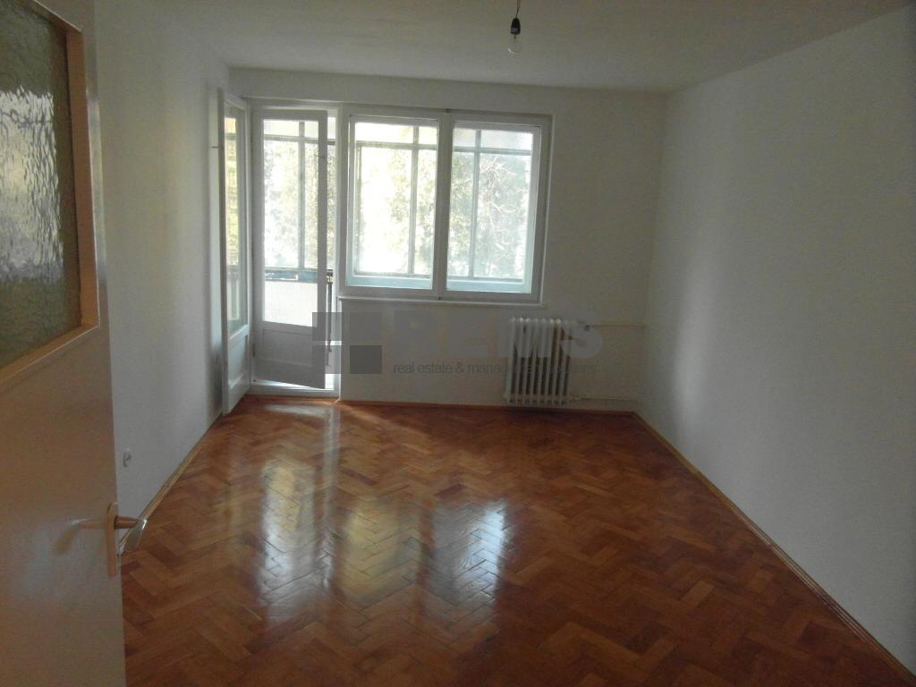 Apartament 3 camere decomandat, etaj intermediar, zona ideala