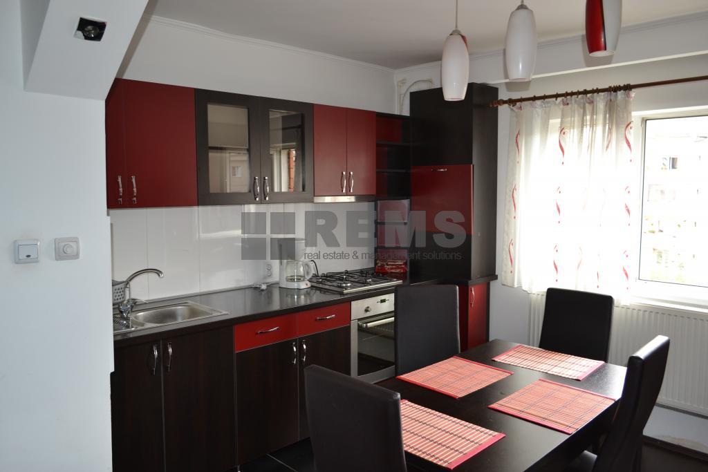 Apartament cu 2 camere, decomandat in Plopilor