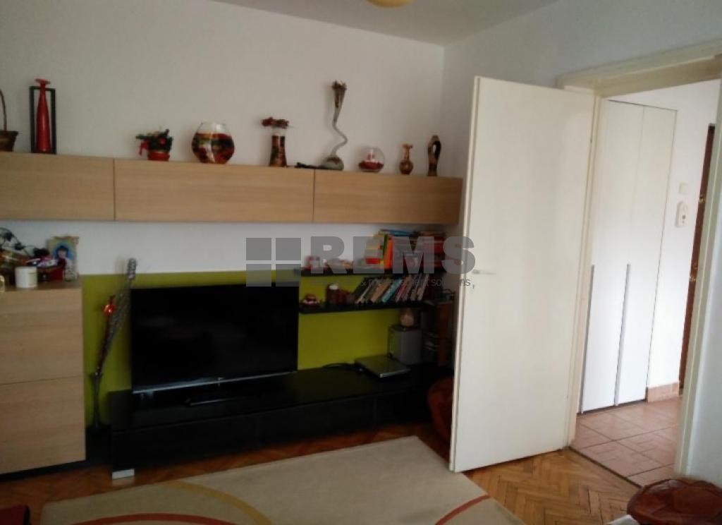 Apartament cu 3 camere in Grigorescu, zona  Coloane