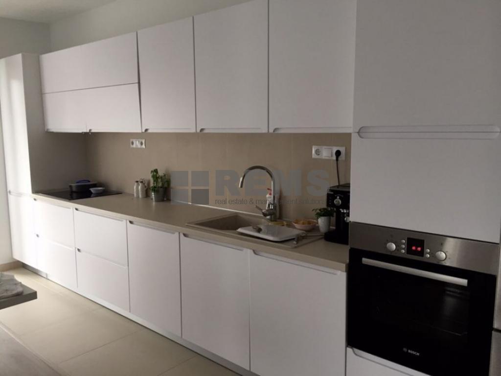 Apartament 3 camere, 100 mp, in vila, cu curte, c-tie noua, Borhanci