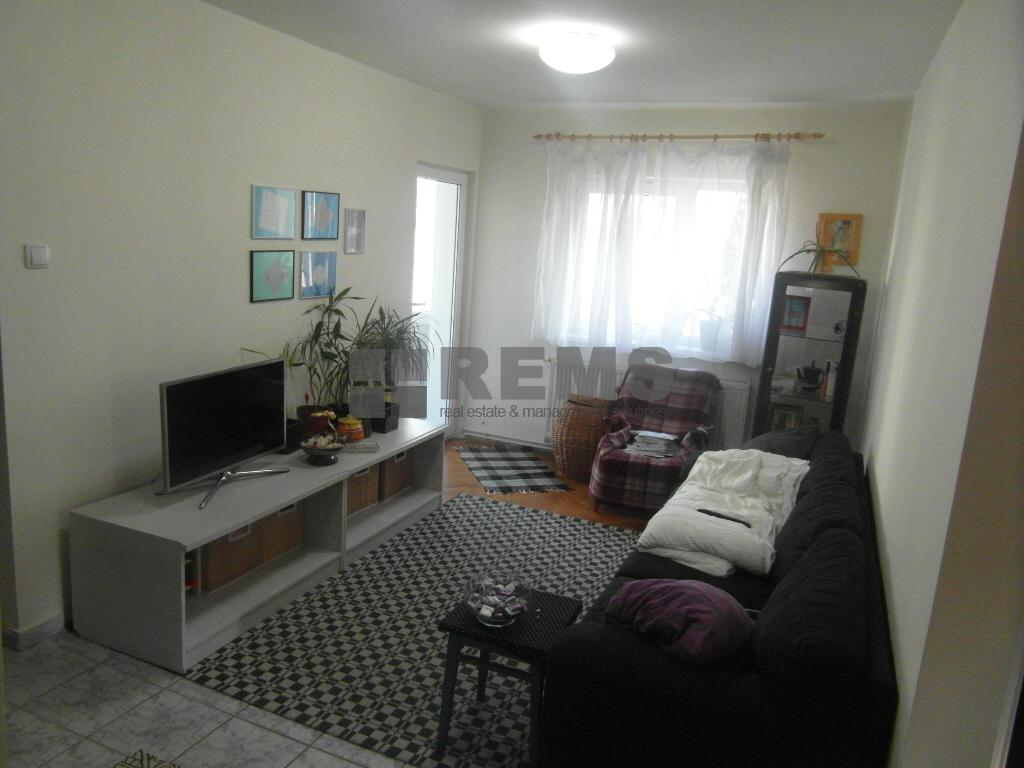 Apartament 4 camere decomandat, etaj 1, 81 mp, parcare