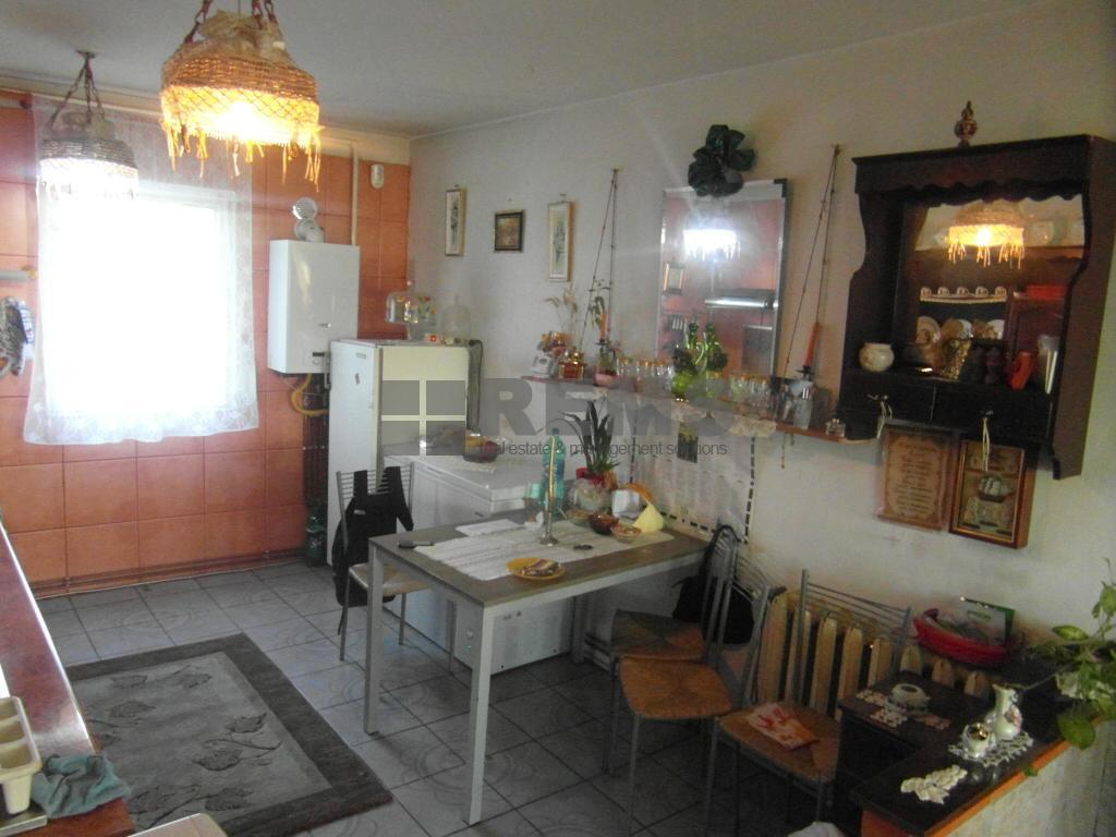 Apartament 4 camere decomandat, parcare, etajul 2