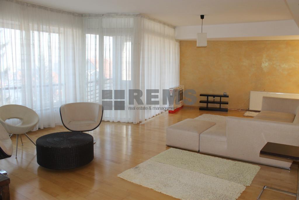 Apartament 4 camere, 150 mp, garaj, zona deosebita in Andrei Muresanu