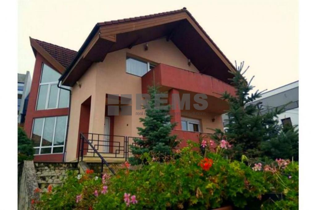 Casa individuala cu piscina in Andrei Muresanu