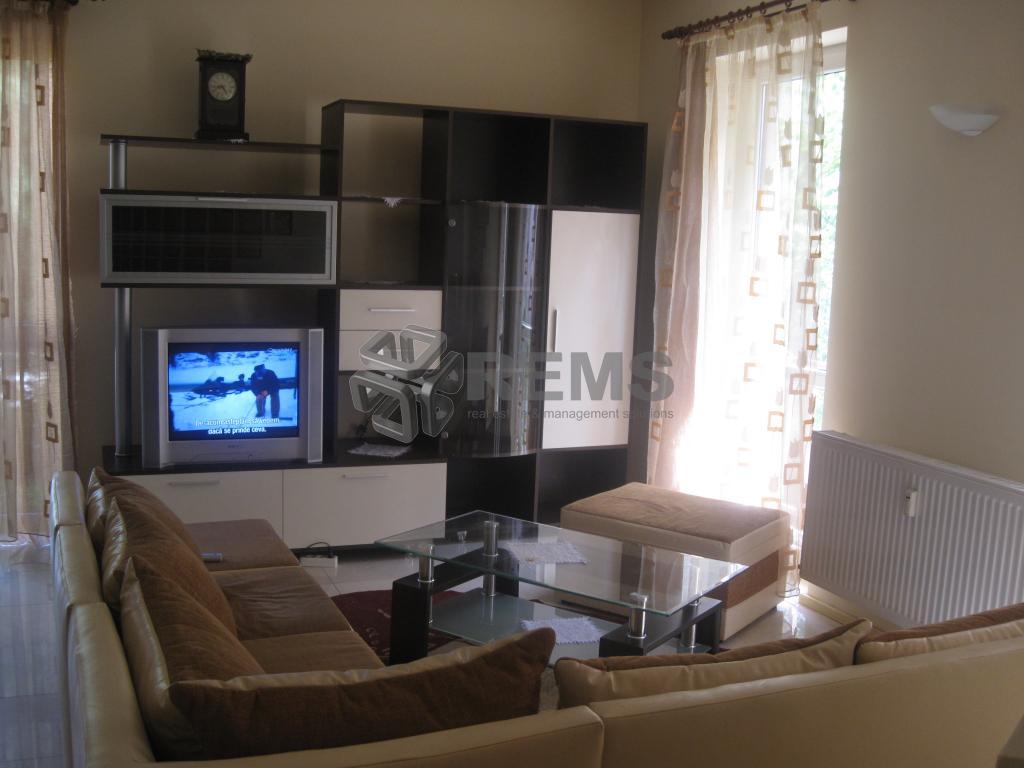 Apartament cu 3 camere, terasa, in Andrei Muresanu
