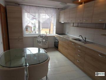 Apartament cu 3 camere in Centru - in vila